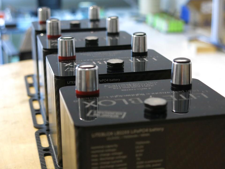LITE↯BLOX Fertigung leichte Batterie